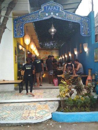 Tapaz Bar: Restaurant outside view