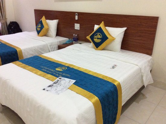 Cannon Fort Cat Ba Hotel: Lvely comfy bed