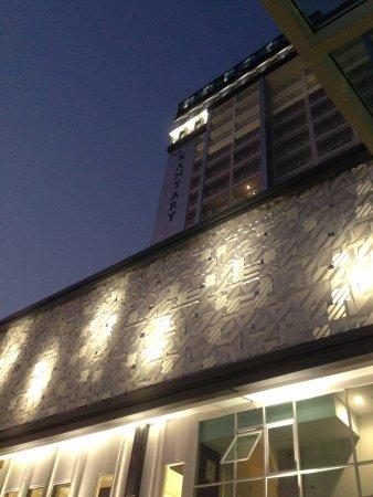 Kantary Hotel ,Korat: 高層で大きい通りに面しているので、すぐに見つけられました。タクシーやトゥクトゥクのドライバーさんもホテル名を言えば連れて行ってくれます。