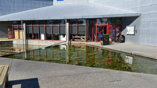 Haast Visitor Centre: Outside the Centre