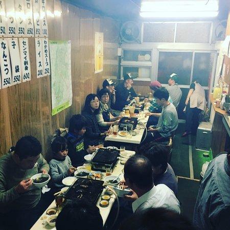 Tokuyama: 店内の様子