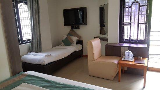 Capital O 9332 Aishwarya Le Royale: 4 Beds - Aishwarya Led Royal, Mysore - Traveller G