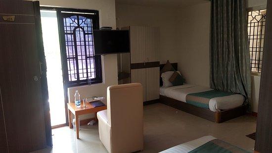 Capital O 9332 Aishwarya Le Royale: 3 - Beds - Aishwarya Led Royal, Mysore - Traveller G