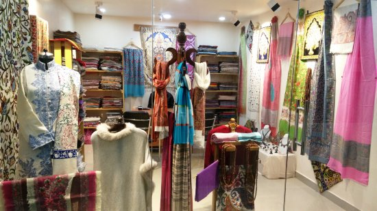 Hotel Siddhartha International: Shopping - Authentic Products