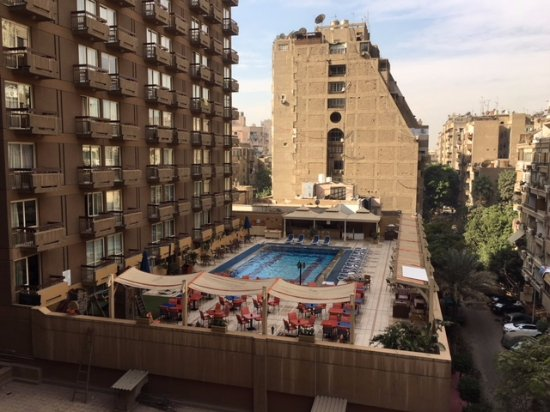 Safir Hotel Cairo: view of pool  across street