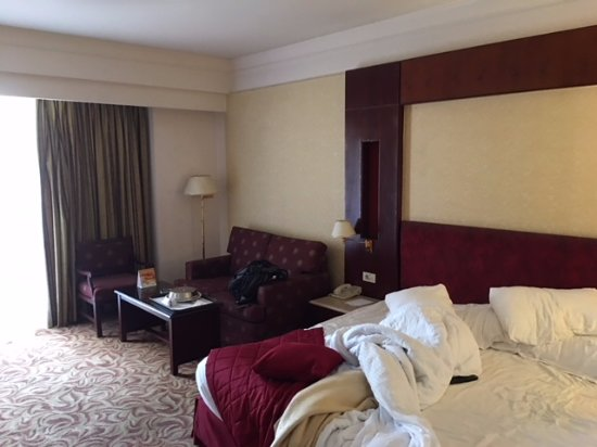 Safir Hotel Cairo: large dated rooms