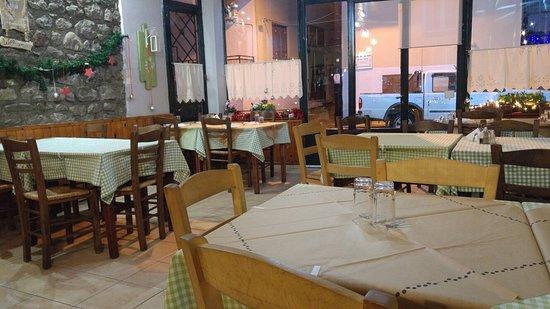 Λουτρά Υπάτης, Ελλάδα: Oi Mouries