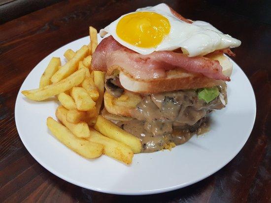 Mondeor Restaurant: Dagwood burger