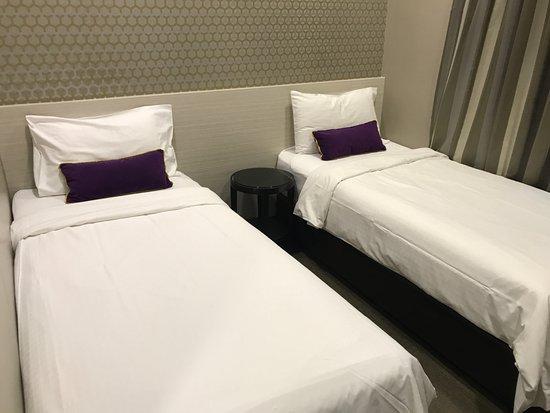 V Hotel Bencoolen: The bed