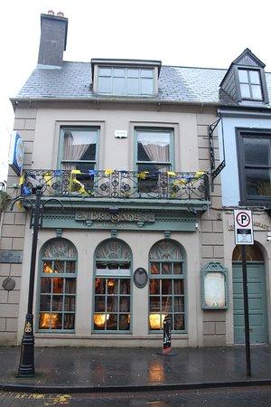 Ennis, Ierland: 歴史風情を漂わせる外観