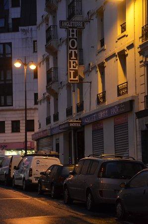 Hotel Angleterre: aangezicht hotel in de avond