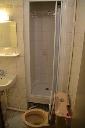 stinkende \'badkamer\' - Picture of Hotel Angleterre, Paris ...