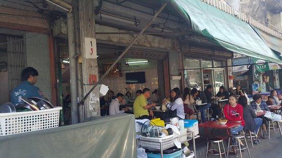 Yen Ta Fo Che Chia: บรรยากาศภายในร้านแห่งนี้ครับ