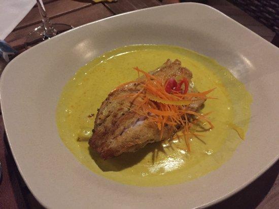 Tepian Laut: Fisch mit Kurkumasauce (a little spicy....)