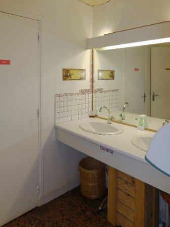 Chantairelle: Vue des toilettes (en sous-sol)