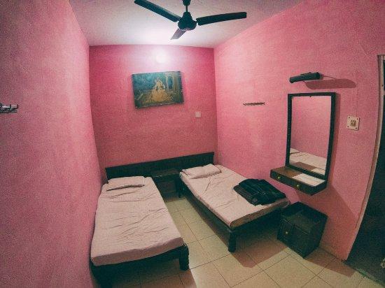 Hotel Yogi Lodge: Notre chambre à l'étage