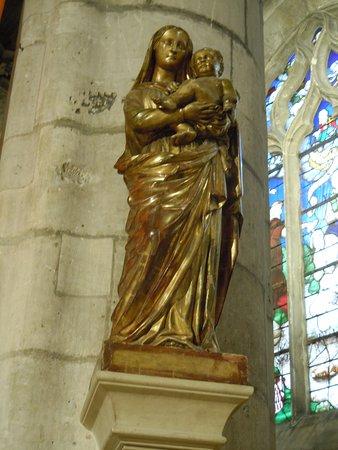 Collegiale Saint Martin: Statue à droite du choeur