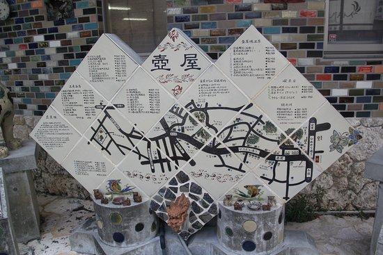 Tsuboya Yamuchin Dori: 会館前にあった陶器の壺屋のマップ