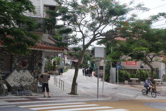 Tsuboya Yamuchin Dori: 通り入り口付近の様子