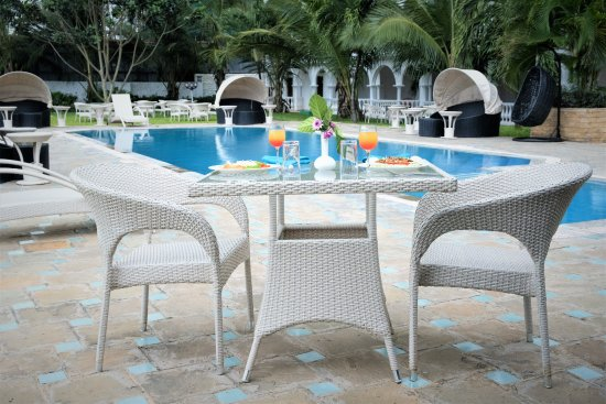 CityBlue Creekside Hotel & Suites: Outside Dining Area