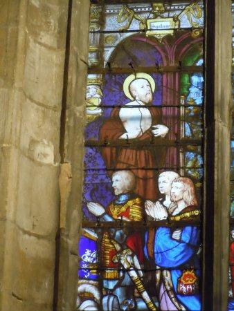 Collegiale Saint Martin: Détail vitrail : les gouffiers
