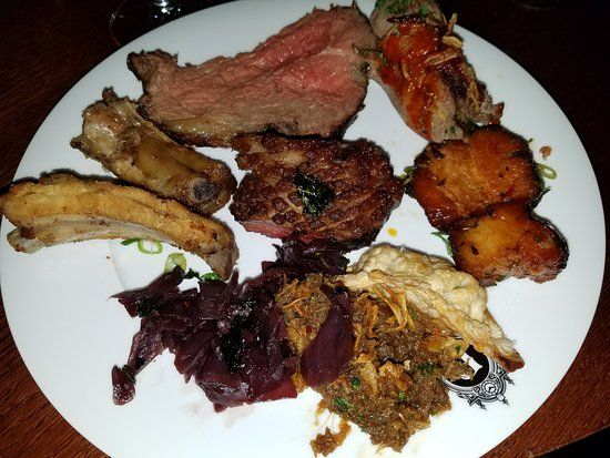 Berns Asiatiska: Variety of mixed meats from the hot bar devine duck!