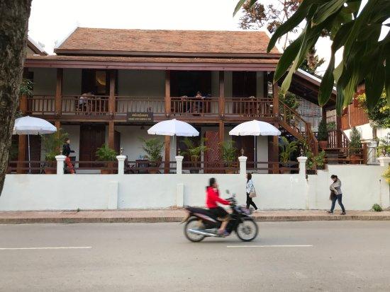 Golden Lotus Namkhan View: hotel vu depuis en bas