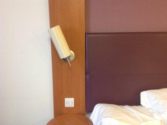 Premier Inn Newcastle (Holystone) Hotel: Wonky bedside light