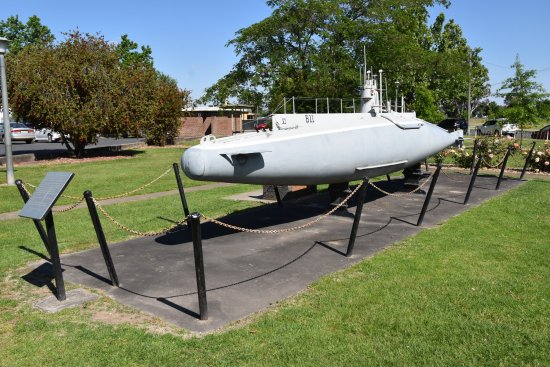 Model of British WW1 submarine - Picture of Holbrook Submarine