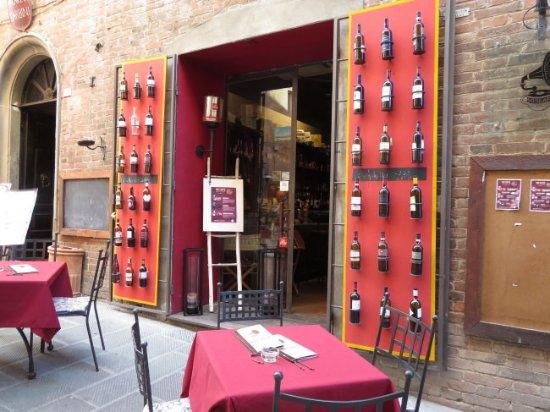 Rocca del Leone: A wine store in Castiglione del Lago