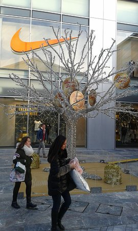 NEGOZIO KARTELL... - Picture of Scalo Milano Outlet & More, Locate ...