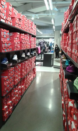 1ab44bd0a2932c INTERNO NIKE REPARTO SCARPE... - Picture of Scalo Milano Outlet ...