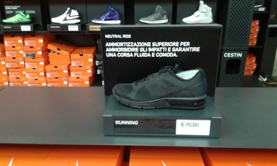 5191541d62c4d6 INTERNO NIKE SCARPE... - Picture of Scalo Milano Outlet   More ...