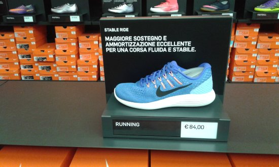 INTERNO NIKE SCARPE Photo de Scalo Milano Outlet & More