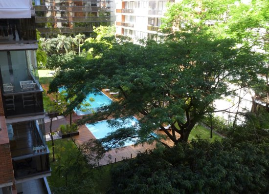 Hotel Madero: Inner garden. The pools belong to neighbouring apartments but we didn't see anyone using them.