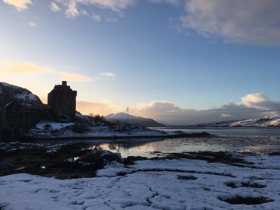 Dornie, UK: View of Eilean Donan Castle from the Hotel grounds