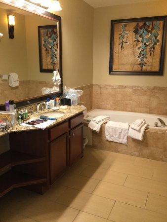 één der 2 badkamers - Picture of Wyndham Cypress Palms, Orlando ...