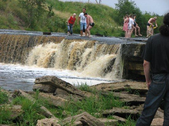 Ulyanovka, Russland: водопад  на реке Тосно