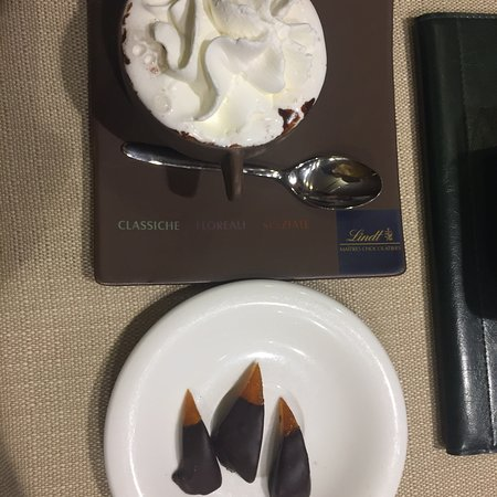 Besozzo, Italien: Ottima cioccolata