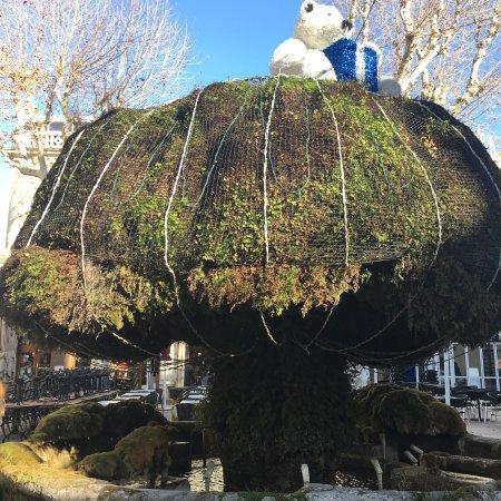 Fontaine moussue salon de provence france updated 2018 for 13300 salon de provence france