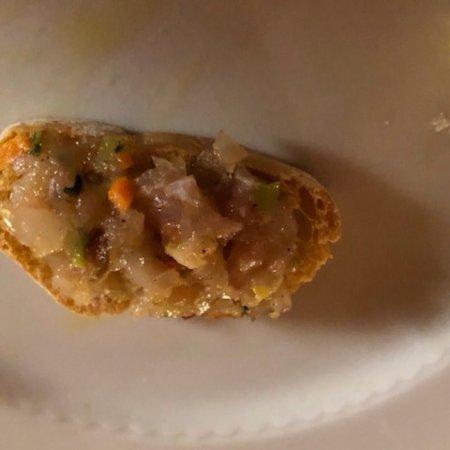 San Gusme, Italia: Un tavolo all'ingresso , una tavolata per il giorno dopo , focaccia e altro , tartina con riccio