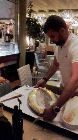 El Olivo Restaurant Gastrobar: Fisch im Salzmantel
