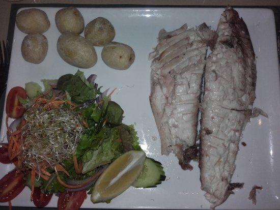 El Olivo Restaurant Gastrobar: Fisch im Salzmantel auf dem Teller