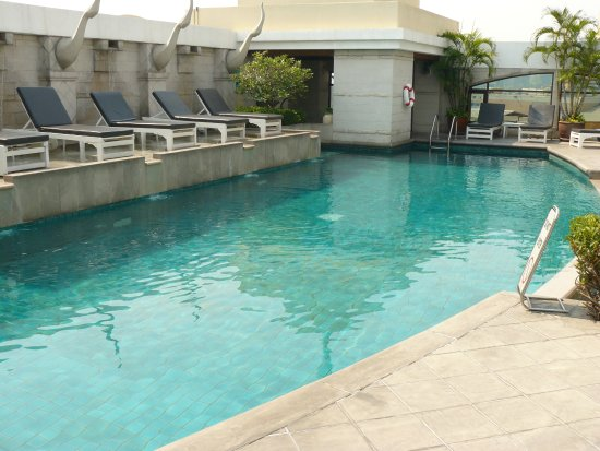 piscine sur le toit picture of davis bangkok bangkok tripadvisor. Black Bedroom Furniture Sets. Home Design Ideas