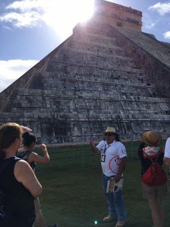 Barcelo Maya Palace: Tour guide Raphael at Chechen iTza
