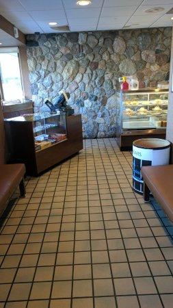 Grandville, Μίσιγκαν: Front counter / bakery case