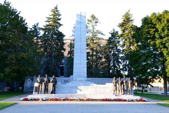 Brantford, Kanada: War Memorial