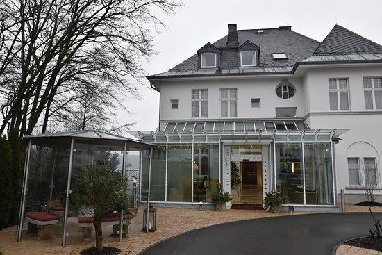 Hotel Villa Huegel: Façade avant de l'hôtel