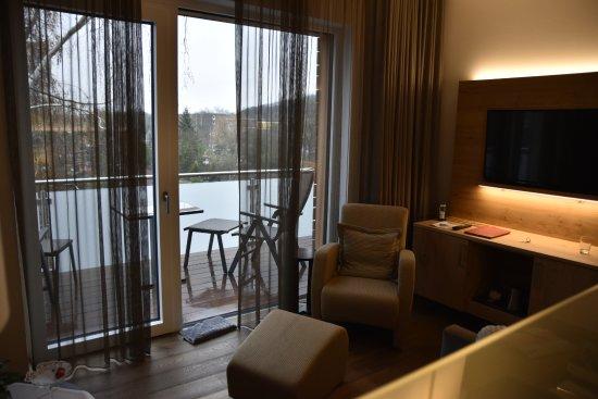 Hotel Villa Hügel: coin salon et terrasse