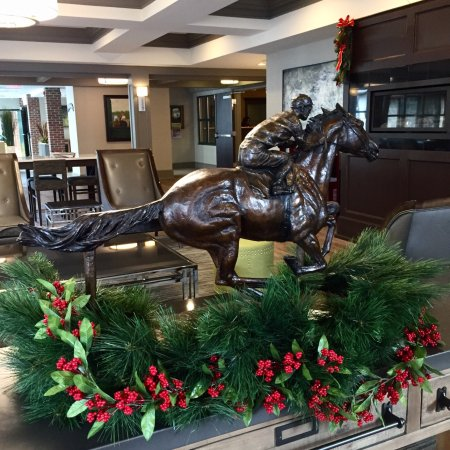 Holiday Inn Saratoga Springs: Lobby of the hotel. Great place to stay!